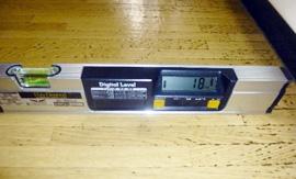 デジタルレベルによる床傾斜の測定